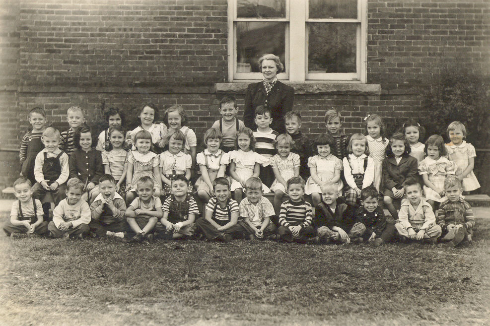 1948-49kindergartenmrsbrantley.jpg